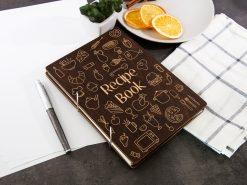 Книга для рецептов в деревянной обложке