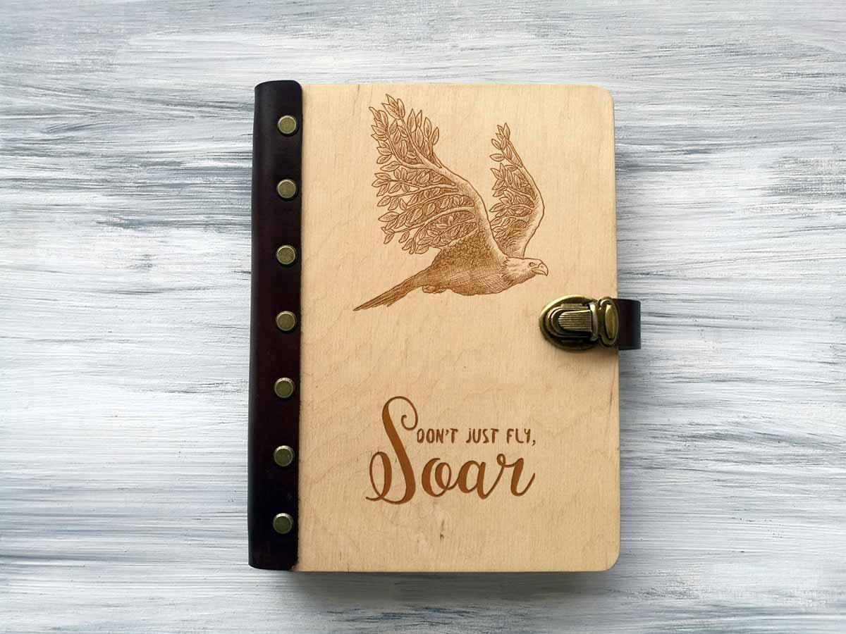 Блокнот «Орел» в обложке из дерева А5