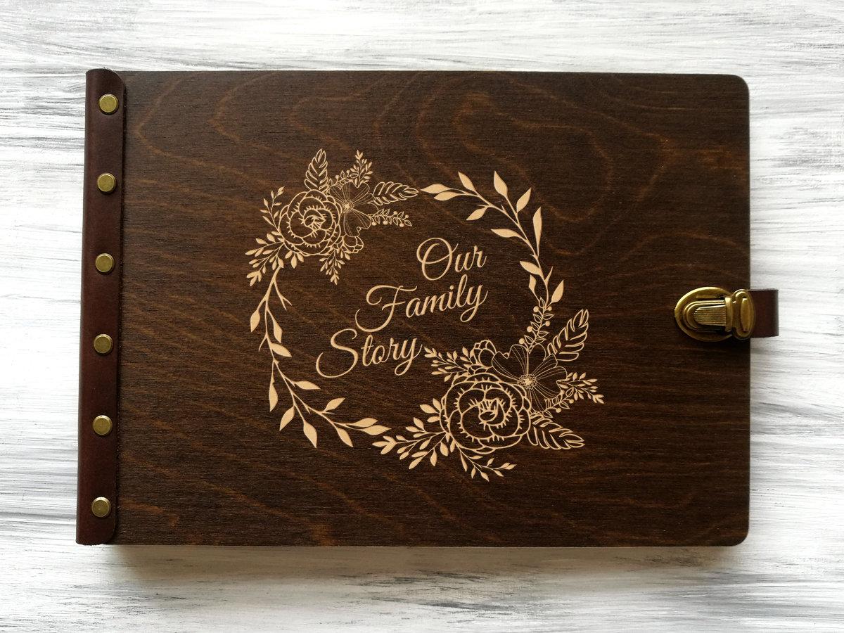 Фотоальбом в деревянной обложке «Our Family Story»