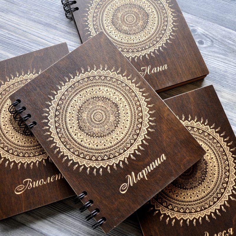 Персонализированный блокнот в деревянной обложке