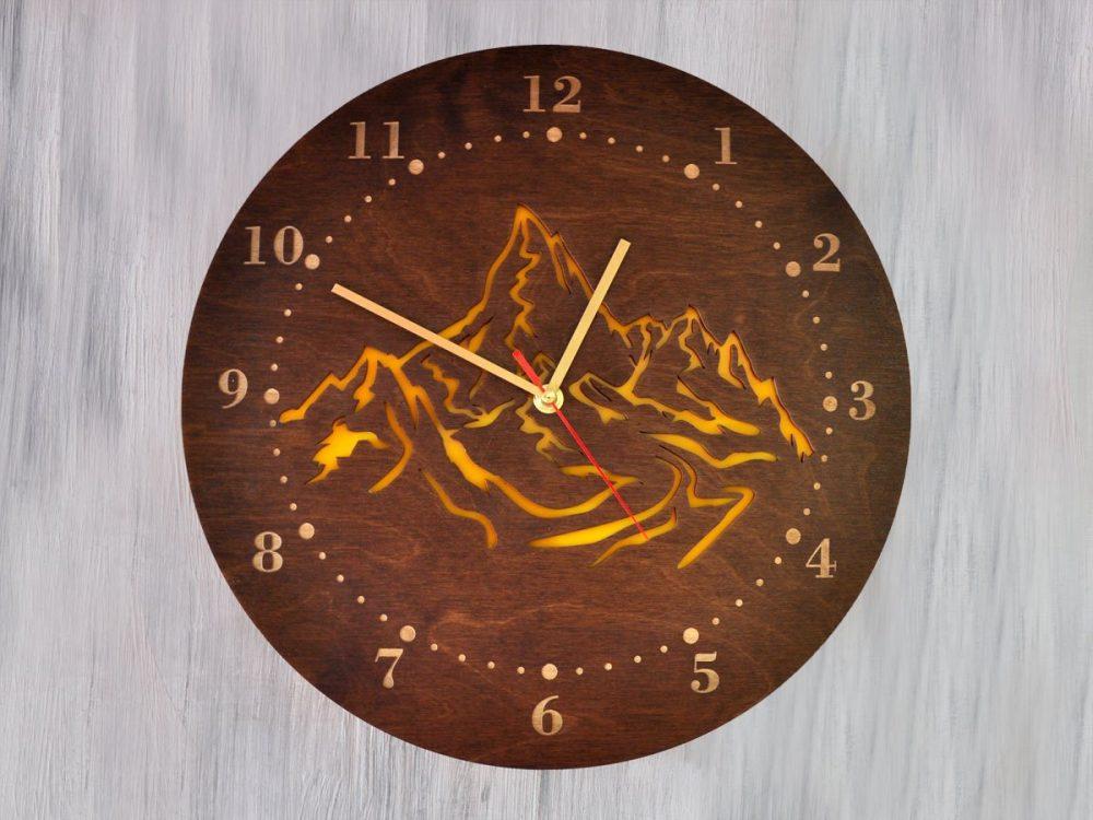 Настенные часы под дерево «Горы»