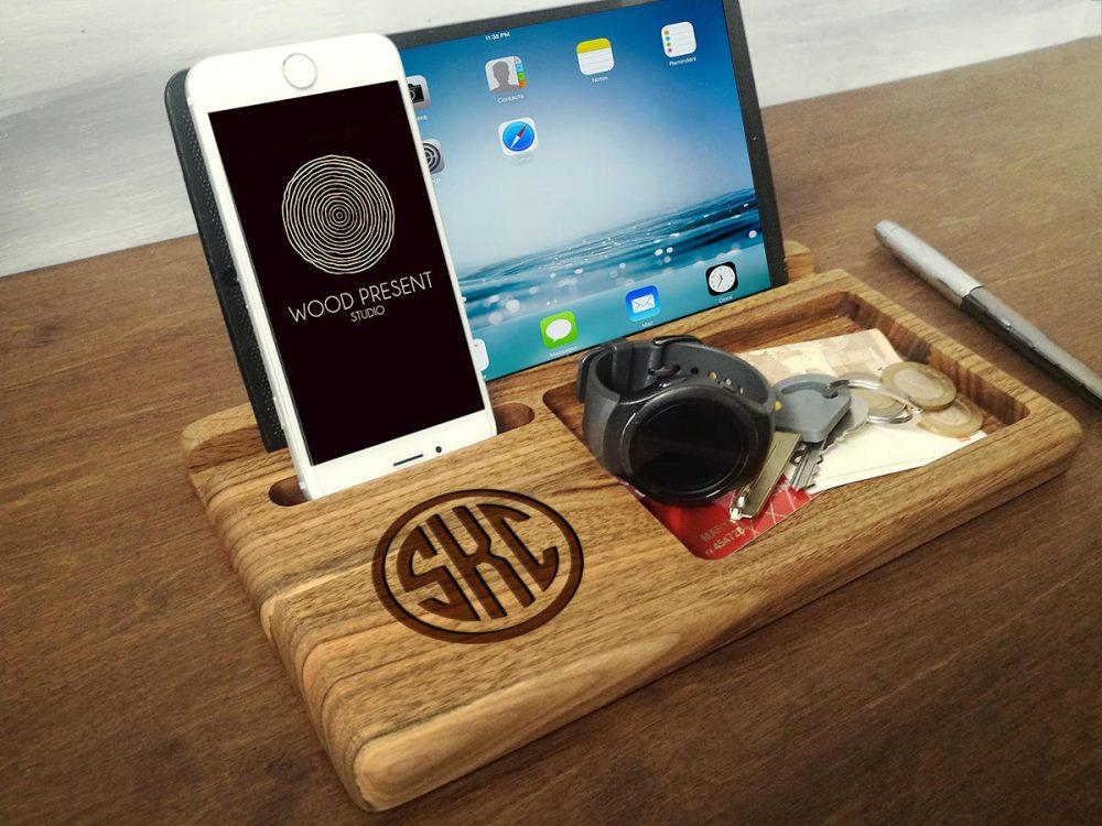 Настольный органайзер-подставка для смартфона и планшета с персональной гравировкой