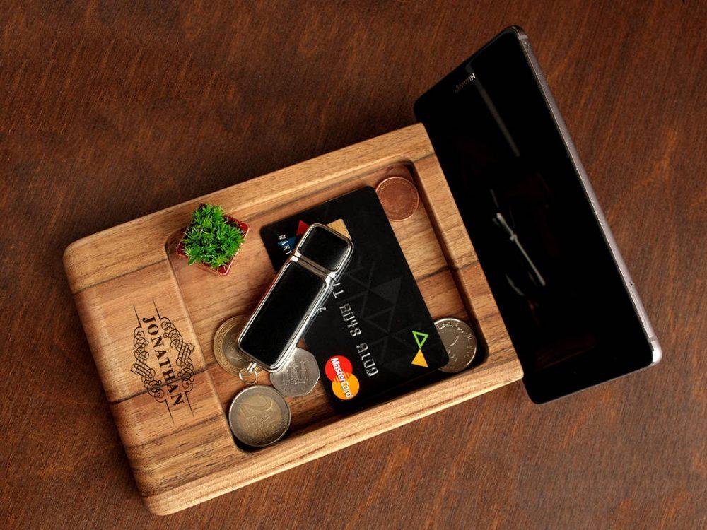 Подставка для телефона, планшета с индивидуальной гравировкой в подарок