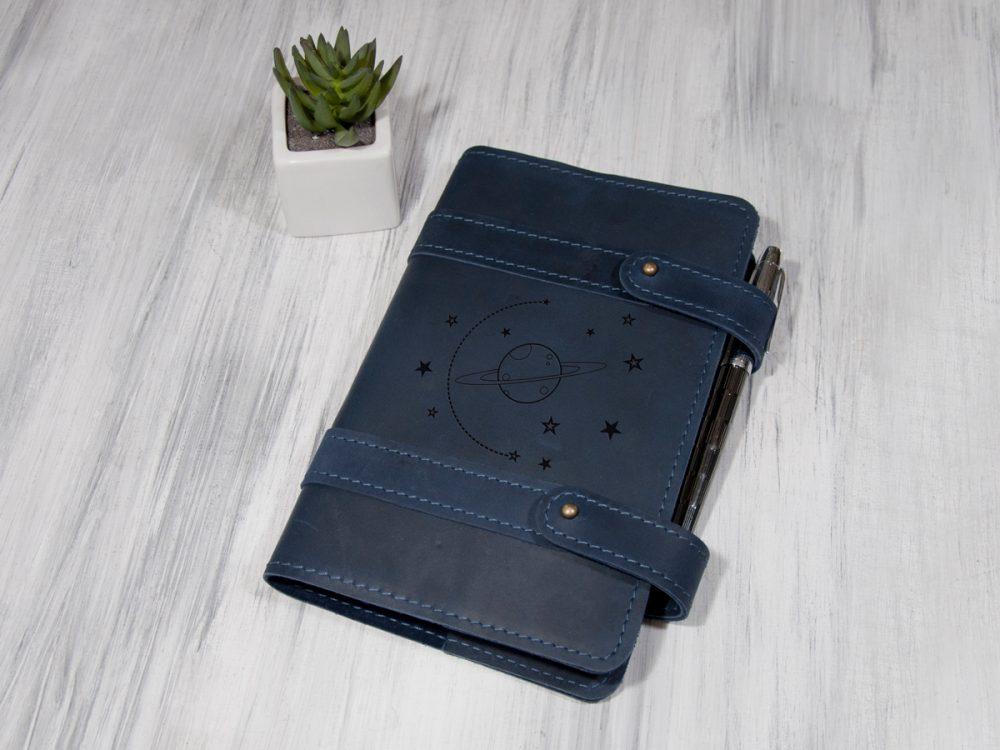 Кожаный блокнот-органайзер с гравировкой «Космос», сменный блок.