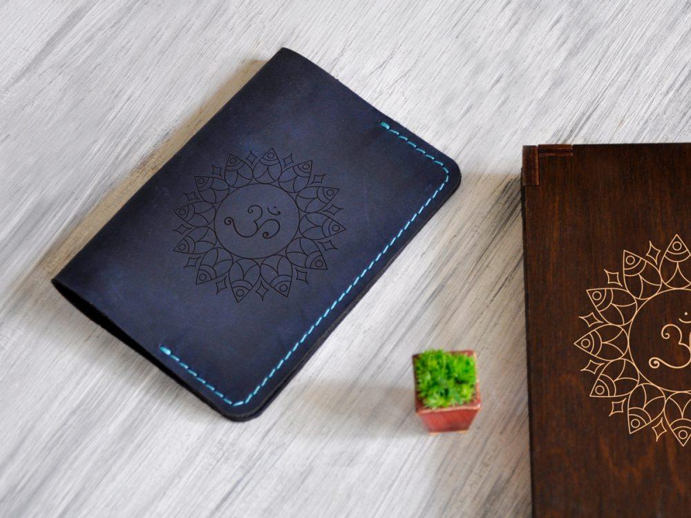 Обложка на паспорт женская из натуральной кожи с символом Ом