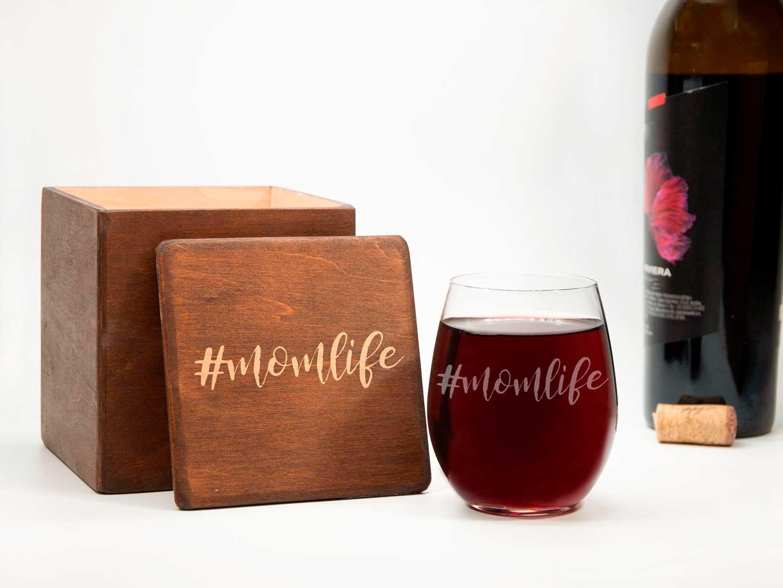 Стакан для вина с гравировкой #momlife, оригинальный подарок для молодой мамы