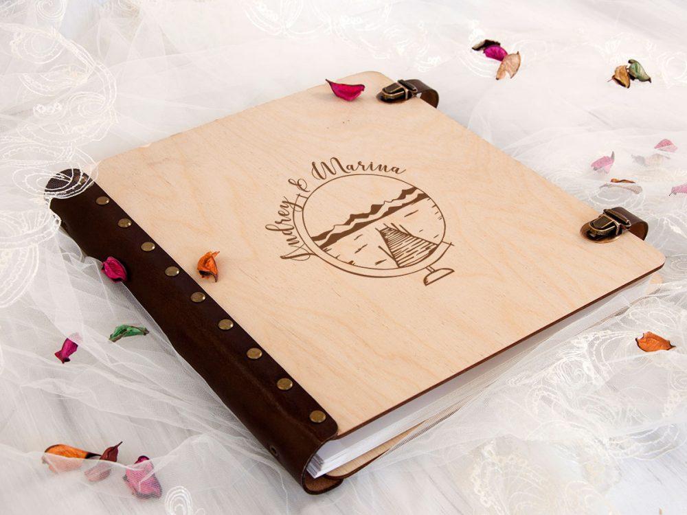 Персонализированный свадебный фотоальбом с деревянной обложкой «Глобус» с магнитными листами внутри