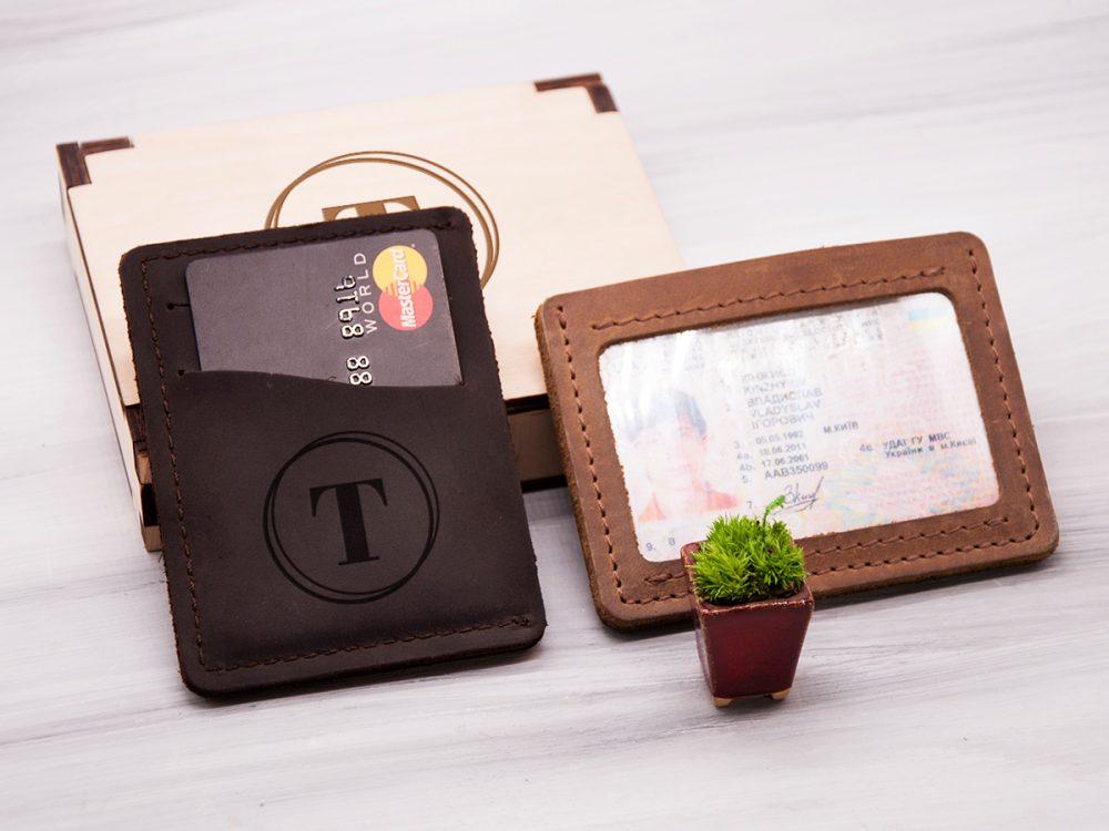 Кардхолдер из натуральной кожи с гравировкой и отделением для прав или ID паспорта
