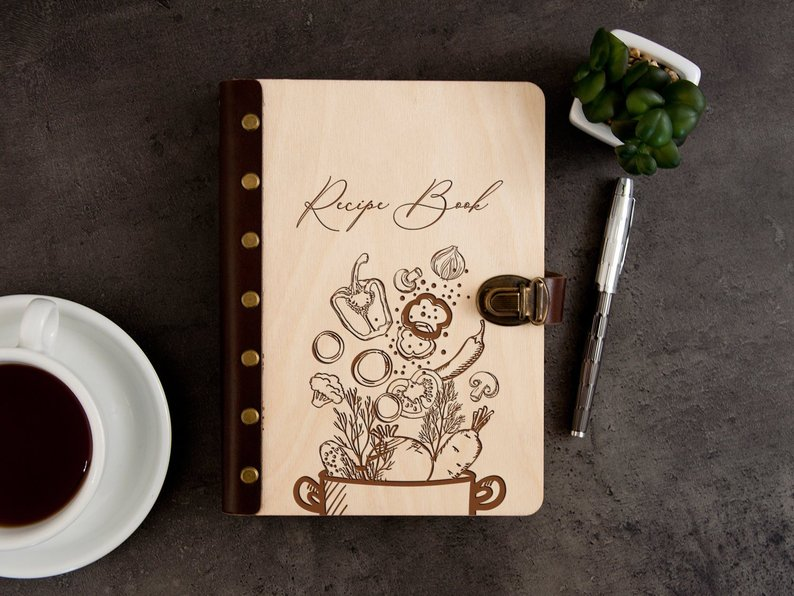 """Книга для записей кулинарных рецептов в деревянной обложке """"Recipe Book"""""""
