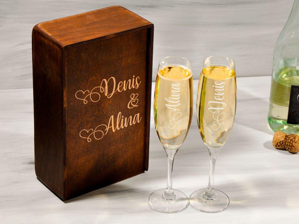 Бокалы для шампанского с гравировкой сердец