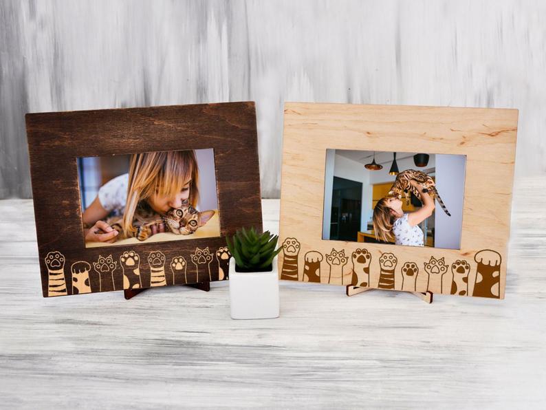 """Рамка для фото из натурального дерева с гравировкой """"Лапки"""""""