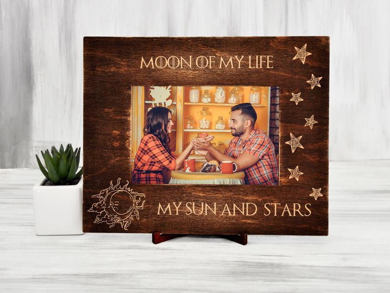 """Фоторамка с гравировкой """"Moon of my life"""" из натурального дерева, подарок для влюбленных"""