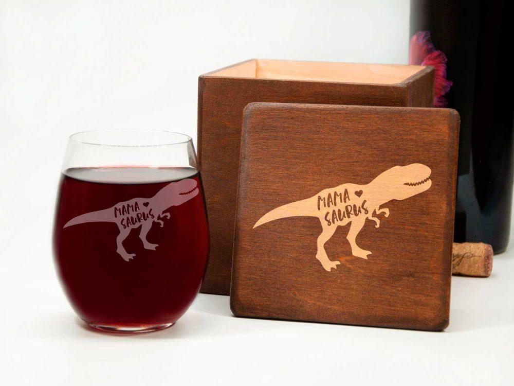 """Подарок для мамы винный стакан """"Дино"""" с бесплатной гравировкой в подарочной коробке"""
