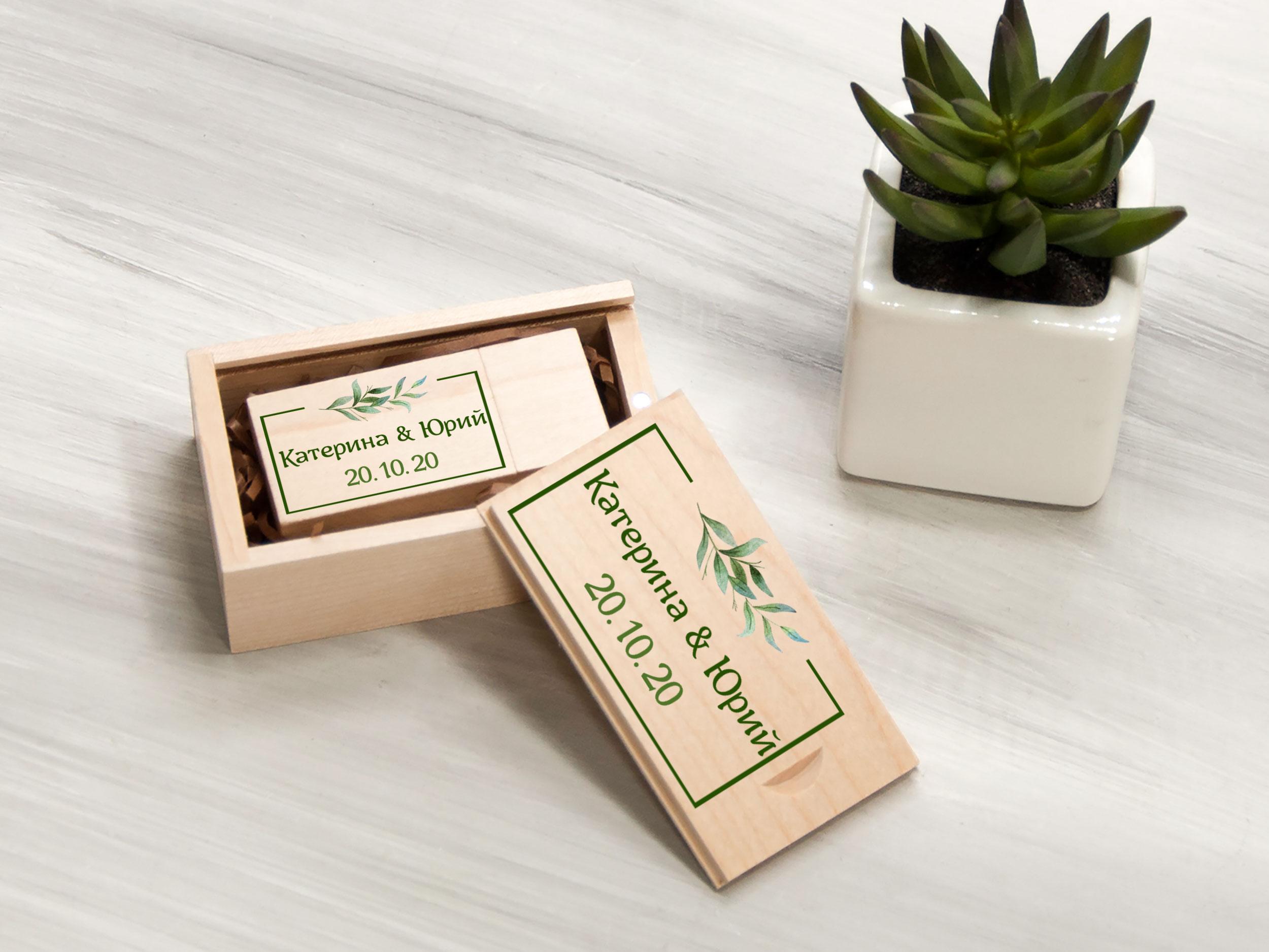 """Персонализированная деревянная флешка """"Зеленые листья"""""""