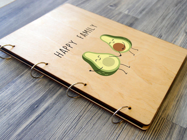 Семейный альбом с деревянной обложкой