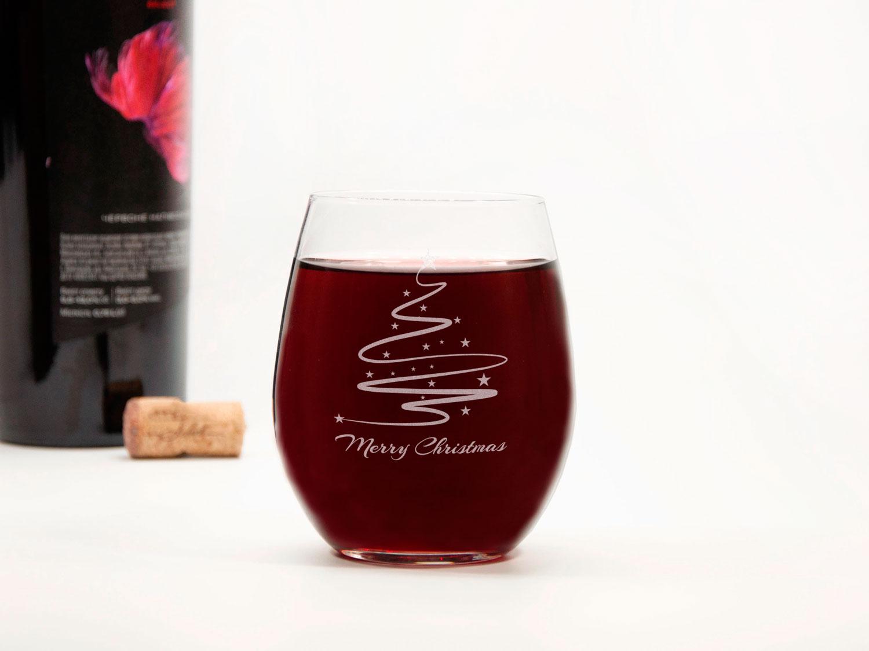 Стеклянный винный бокал в рождественском стиле