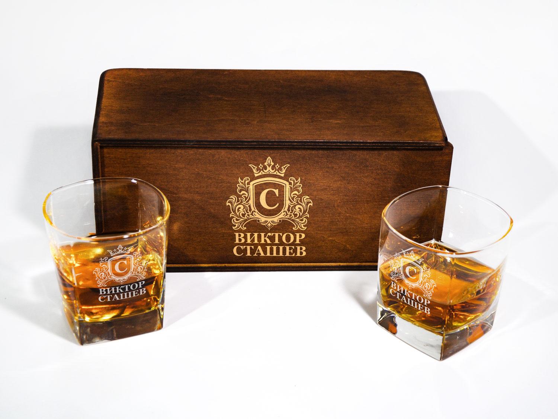Два стакана для виски в подарочной деревянной коробке с гравировкой