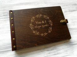 Деревянный альбом для семейных фотографий с гравировкой