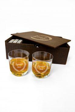 Комплект в оригинальной деревянной коробке из камней и стаканов для виски