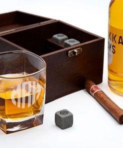 Охлаждающие камни для виски с гравировкой в деревнной коробке