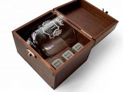 Камни для охлаждения напитков и стакан с именной гравировкой